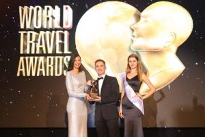 mr-vincent-miccolis-ascott-cgm-for-middle-east-receiving-the-wta