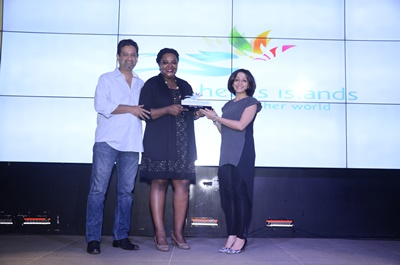 ms-patsy-moustache-and-ms-sunil-mathapati-handing-over-the-award-to-representative-fromtui