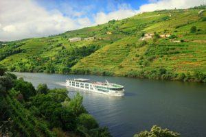 scenic-azure-douro-valley-near-rgua_portugal