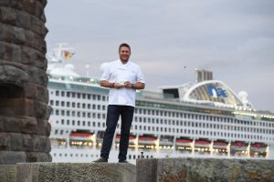 Curtis Stone welcomes Sun Princess from Fort Denison