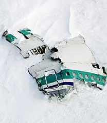 fuselage-of-the-dc-10-that-crashed-in-1979-into-mount-erebus-antarctica-picture-taken-25-years-after-the-crash
