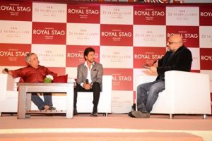 piyush-pandey-shah-rukh-khan-and-samar-khan-at-the-book-launch-of-srk-25-years-of-a-life-by-royal-stag-mega-music-and-samar-khan