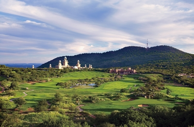 sun-city-lost-city-golf-course-with-the-palace-in-the-background