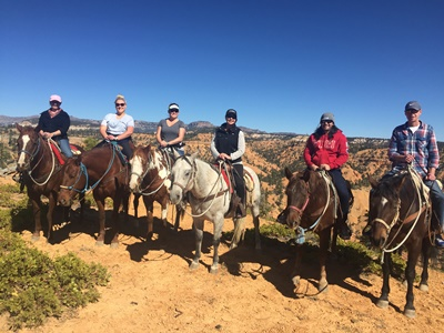 ut-nv-fam-horseback-riding-red-canyon-utah