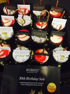 helloworld-horsham-cupcake-display