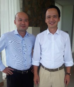 Above: Biscom chairman Luu Duc Quang and FLC chairman Trinh Van Quyet. Right: The back nine of FLC Golf Links Quy Nhon plays next to the East Sea.