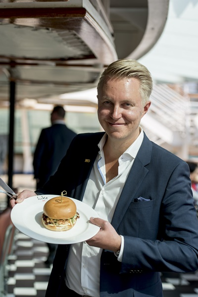 Pacific Explorer_P&O Cruises Hotel Director Thomas Karlsson with Karaage Kid Burger_Photo Wesley Nel