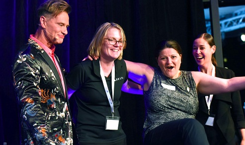 Major prizewinner Kathy Thomaidis from MTA pictured with Mary Bergin from Virgin Australia, Naomi Allen from Delta Airlines and Richard Reid